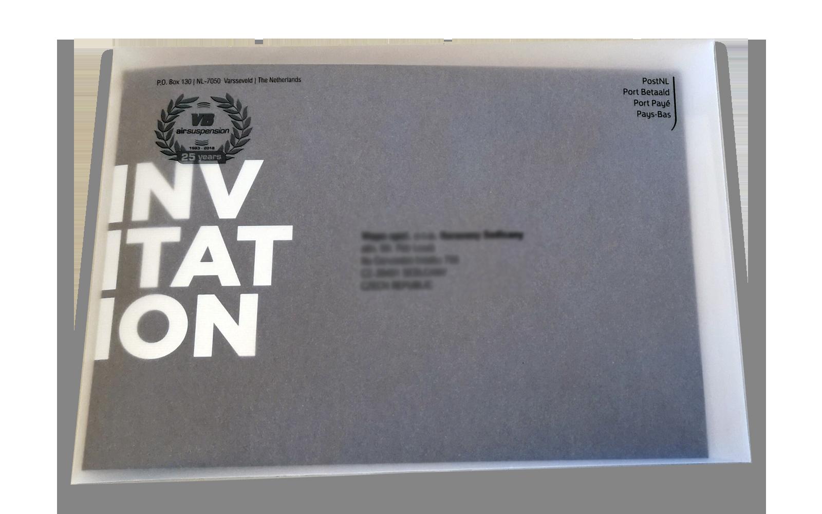 uitnodiging in transparante envelop